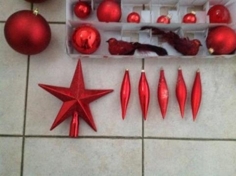 Kerstdecoraties Met Rood : Leuke en complete set rode kerstdecoratie voor kerstboom marktplein