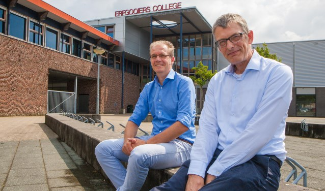 Rector Yzaäk Jacobi (l) en vice-rector Jaap Augustijn voor de school die nu totaal opnieuw wordt gebouwd.