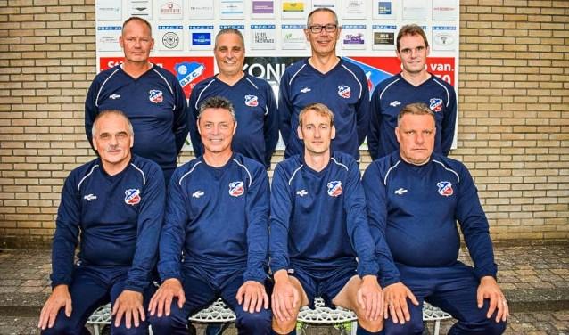 Karel Knaap (onderaan, tweede links) gaat na één jaar BFC al weer weg.