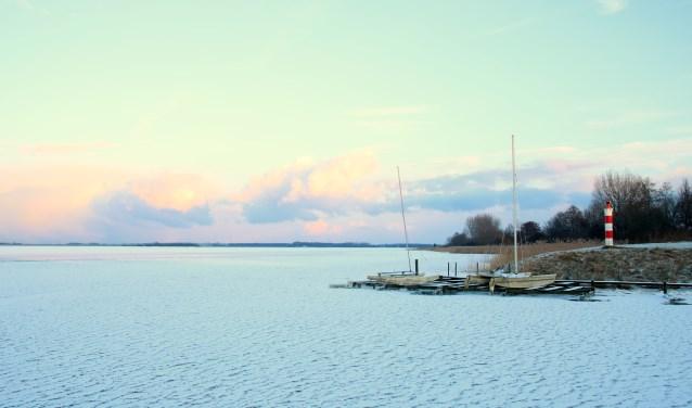 Het Gooimeer net na een sneeuwbui.