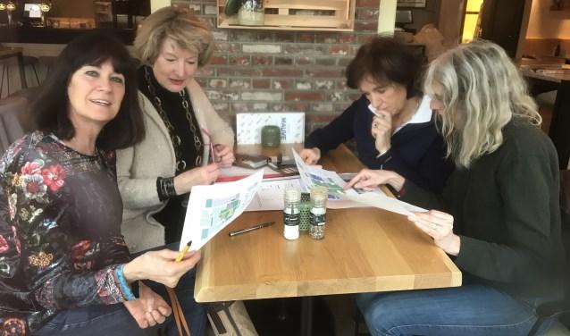 V.l.n.r.: Mariëtte Nieuwboer, Maria Klingenberg, Marijke van der Pas (bestuursleden Laren Klassiek) en Jacqueline Nieuwboer.