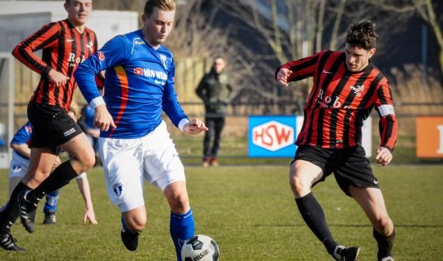 FC Weesp staat nu alleen onderaan