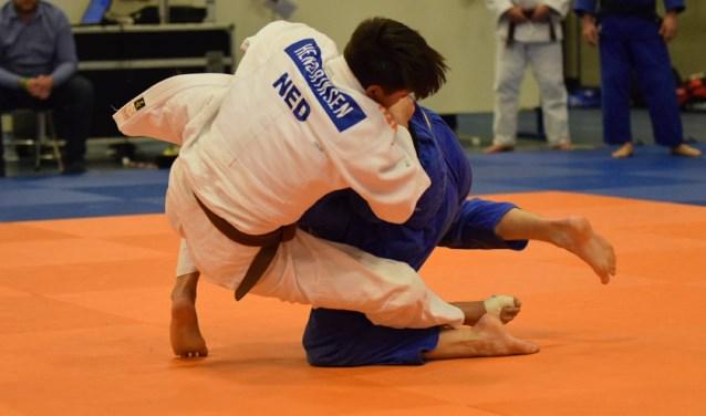 Hendriksen won zijn eerste twee wedstrijden met goed judo.