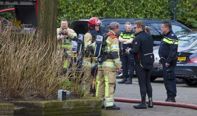 René Froger in gesprek met de brandweer.