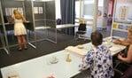 Elk stembureau mag rekenen op een bezoek van de nieuwe waarnemend burgemeester Sicko Heldoorn.