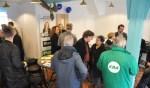 Kiezers ontmoeten politici in de Verkiezingswinkel.
