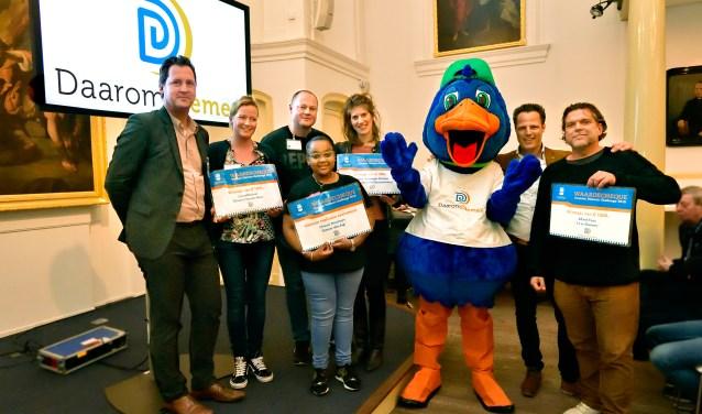 Wethouder Jeroen Klaasse en de prijswinnaars.