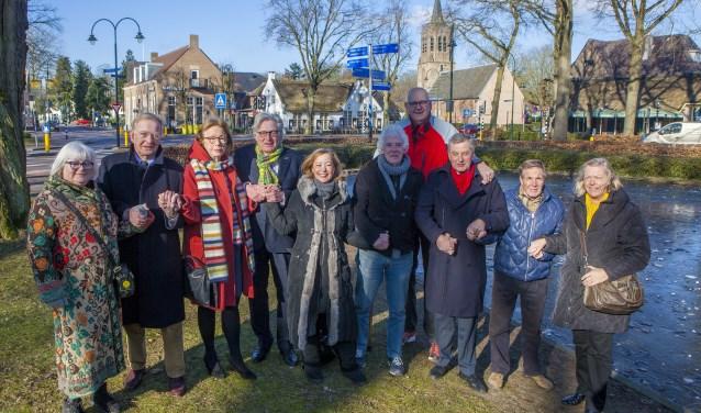 De partijleden uit Laren, Blaricum en Huizen die de strijd tegen fusie willen aangaan.