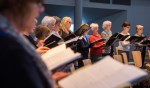 Het Hilversums Gemengd Koor repeteert voor de allerlaatste keer. Zondag wordt het afscheidsconcert gezongen in De Morgenster.