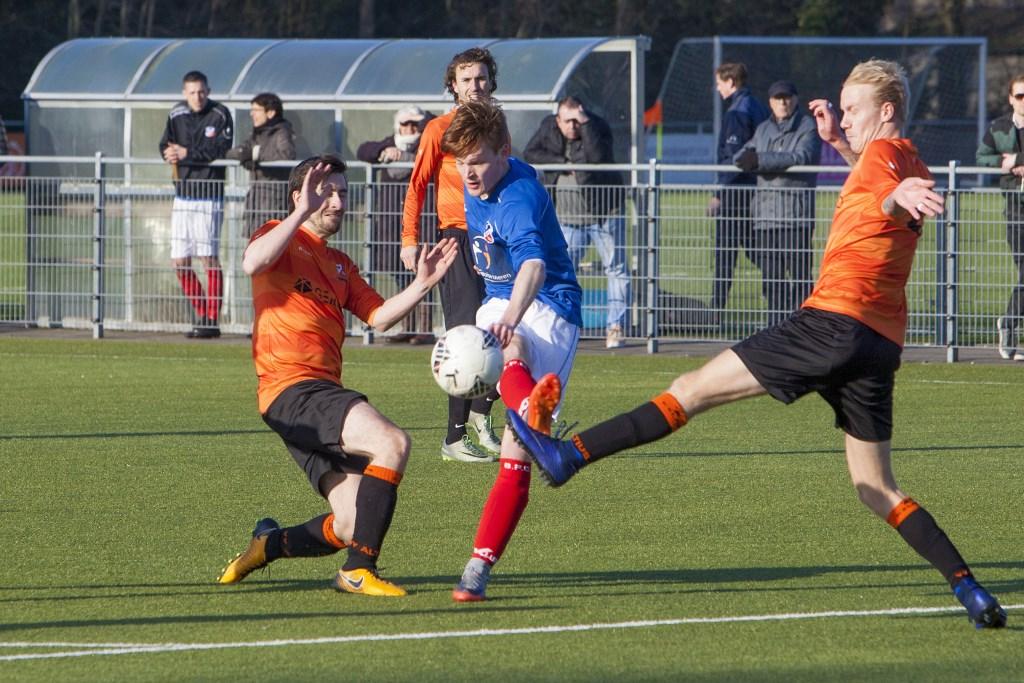 Olivier Blaauw (in het blauw) maakte dit seizoen al zeventien doelpunten bij zijn huidige club BFC. Foto: Bob Awick © Enter Media