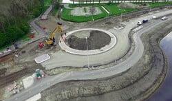 De nieuwe rotonde bij Uitermeer: het fietspad is al klaar.
