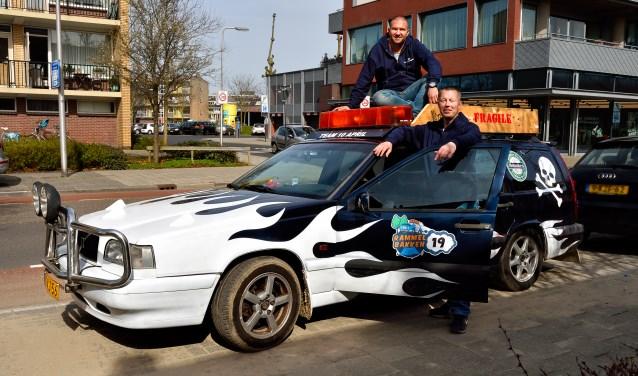 Danny Kok en Arjan Driessen hebben de auto flink 'opgepimpt'.