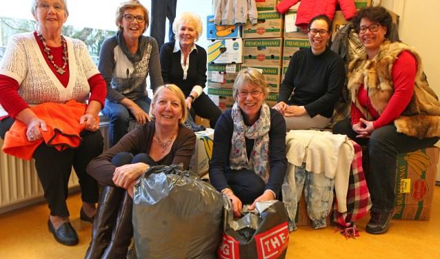 De vrijwilligers van de kledingbank in Blaricum.