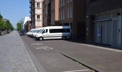 De taxi's staan in slagopstelling bij Omega. Het zou mooi zijn als dit zelfrijdende voertuigen zouden zijn.