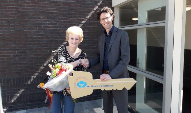 Martijn Ketelaar, ontwikkelingsmanager Het Gooi en Omstreken, en mevrouw Van Wijk,
