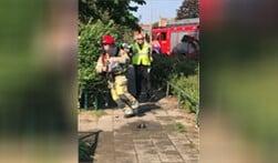 Met hoge snelheid gaat deze brandweerman naar het incident. Hij wordt gevolgd door een jurylid.