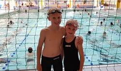 Daan en Nina de Jongh voltooiden de zwemvierdaagse.