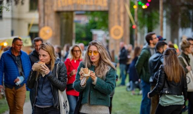 Aan tafel eten of gewoon lekker uit de hand; het kan van vrijdag tot en met zondag als het foodtruckfestival plaatsvindt in Hilversum.