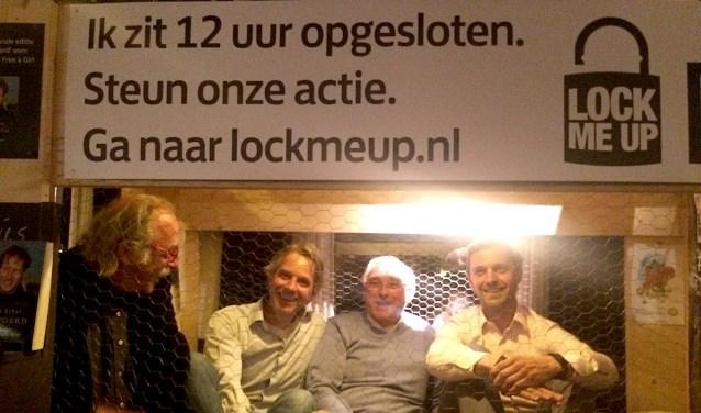 Eerder liet ook voormalig wethouder Tijmen Smit (r) zich opsluiten.