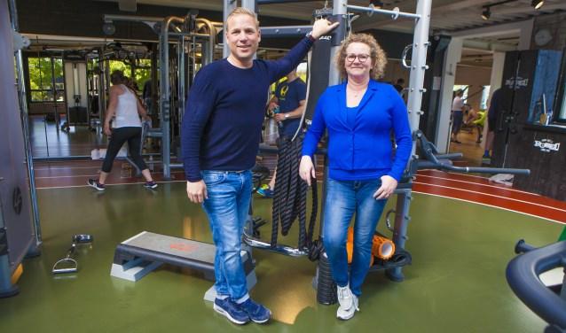 Frank Wolfs en Pauline Rebel in de sportschool waar de kinderen straks aan de slag gaan met lekker bewegen.