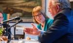 Karin Walters en Henk Blok tijdens de onderhandelingen.