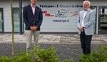 Rechts Jan Kroon, samen met René Schiltkamp voor Vishandel Bunschoten, waar 1 juni het vispaviljoen open gaat.