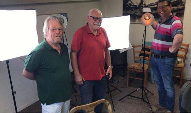 Van links naar rechts: Peter Peeters, fotograaf van het Huizer Museum, Bert Rowold en Frank Bakker van de fotoschool.