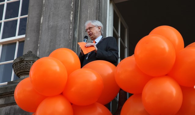 De waarnemend burgemeester is in Weesp in zijn element.