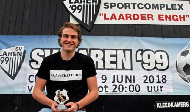 Ingmar van Rosmalen met zijn prijs.