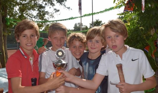 Kampioensteam LLTC 1 Groen 1. V.l.n.r. Cederik van Luijn, Luc Kloezen, Julius Anzola, Tygo van Hoof en Daan Kuijpers.