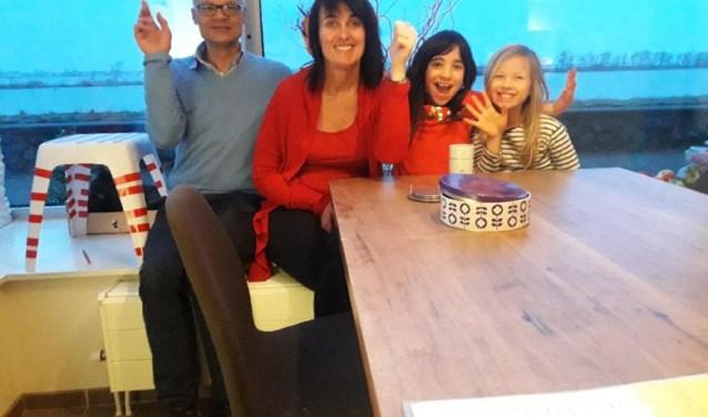 Miranda en Boes en hun kinderen Belle en Parel zijn gelukkig dat ze gastouder zijn.
