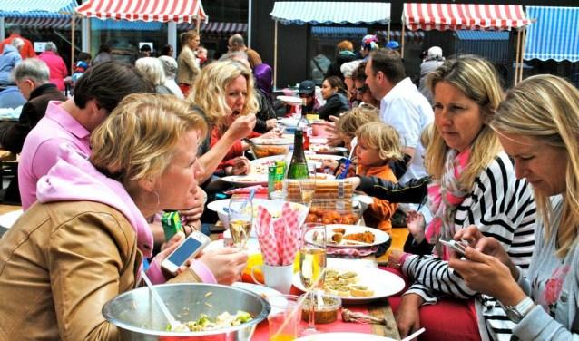 Bij de eerste editie van IJburg Aan Tafel kwamen duizend bezoekers. Dat kunnen er op 1 juli vijfhonderd meer worden.
