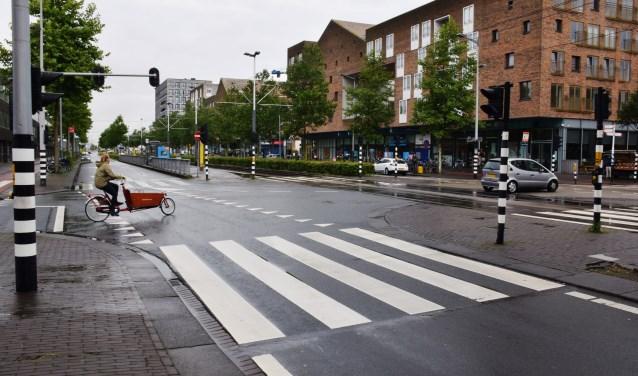 Delen van het asfalt op de IJburglaan zijn van gerecycled toiletpapier.