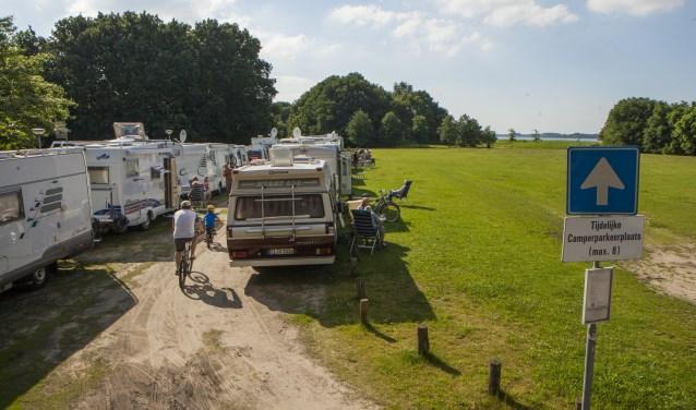 Het is soms dringen voor de gratis camperplekken op de Wolfskamer.