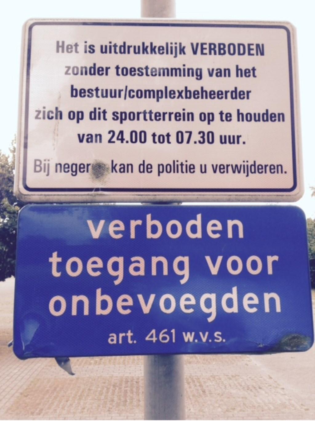 Het verbodsbord van het terrein aan het Schuilkerkpad. Foto: SV Laren'99 © Enter Media