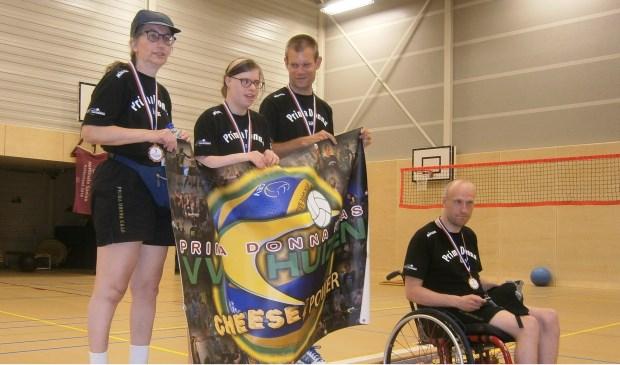De winnaars van het brons bij de Special Olympics.