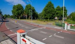De hoek Vaartweg/Meerstraat bij de Keverdijk is in beeld als jongerenontmoetingsplek.