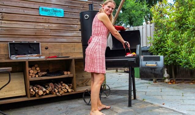 Zon of sneeuw: de beste vrouwelijke bbq'er van het jaar kookt buiten. 'Ze willen hier thuis niet anders meer.'