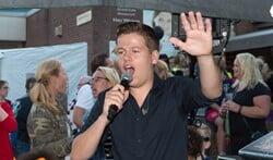 Sven Versteeg is een van de artiesten die optreden.