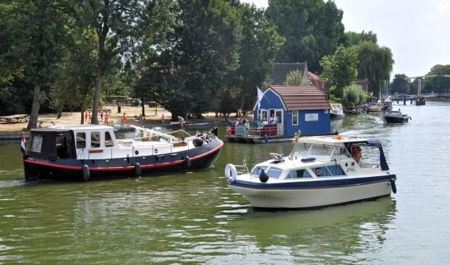 De burgemeester roept met klem op om niet te zwemmen bij de Groene Punt; het is druk met boten en dus levensgevaarlijk.