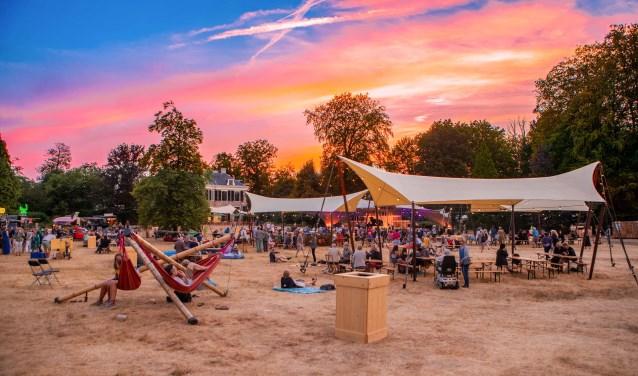 Op het festivalterrein lekker bijkomen in een hangmat. Foto: Bastiaan Miché © Enter Media