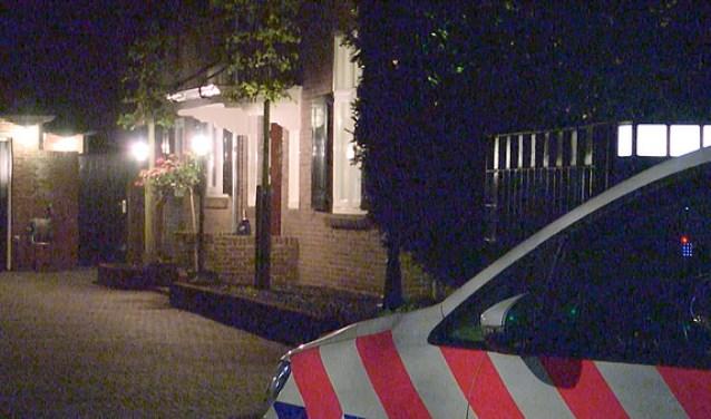 De politie bij de overval aan de St. Janstraat in Laren.