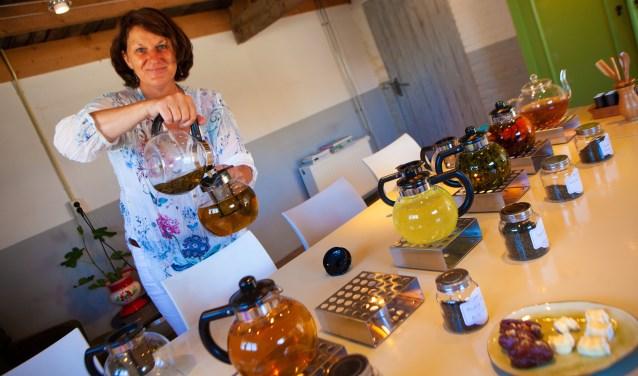 Ariadne Vogel geeft theeworkshops en heeft haar eigen theeproeverij.