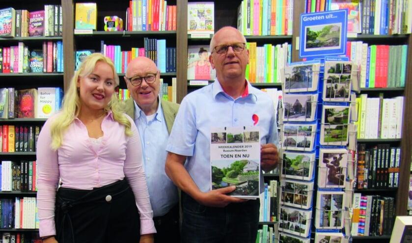 Else-Meike, Antoon Bruggeling en Henk Liebe met de kalender.