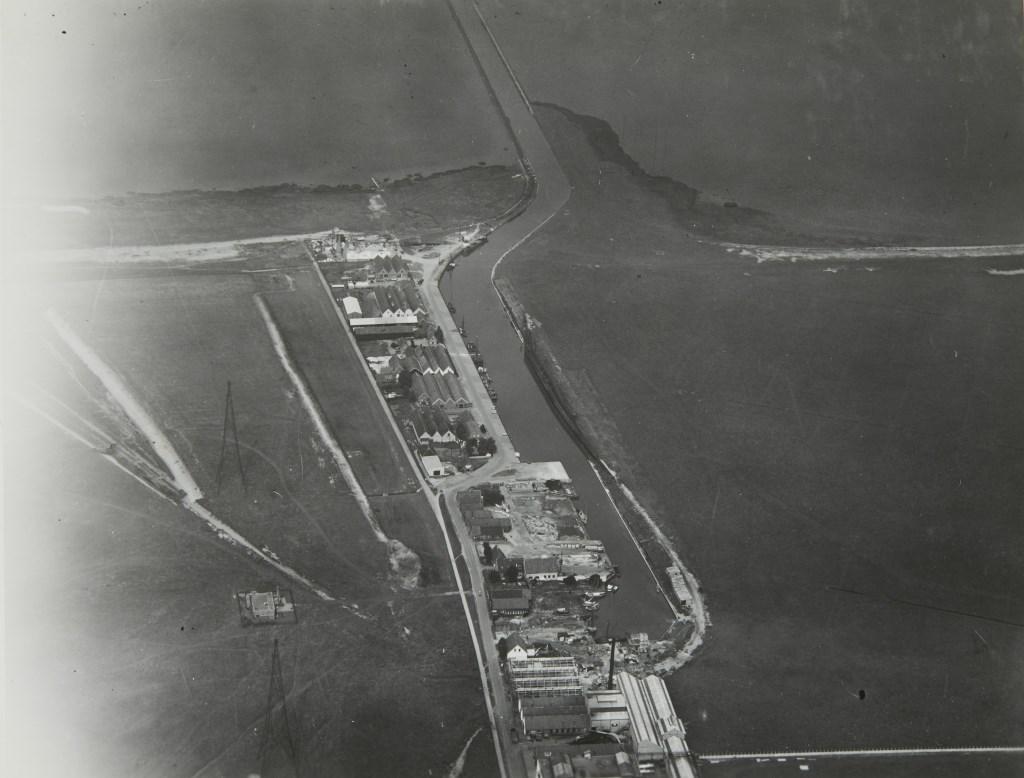 De haven van Huizen rond 1920.