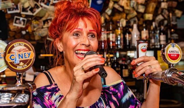 Monica Tijdink is onder andere bekend als bardame bij de Top2000.