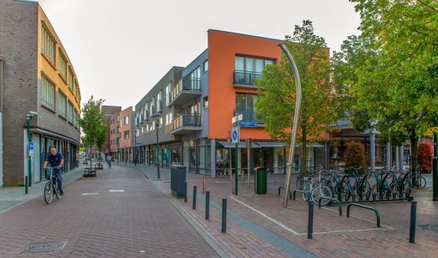 Gemeente en ondernemers hebben een oplossing gevonden voor het fietsparkeren in de straat.