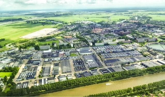Ook in een waterstad als Weesp kan regenwater niet overal makkelijk weg. Zie hier bijvoorbeeld hoe groot de verstening van het bedrijventerrein is.