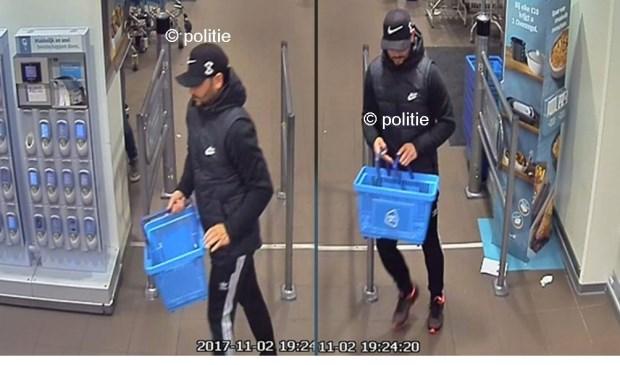 Beelden van de verdachte uit de twee supermarkten waar hij pinde.