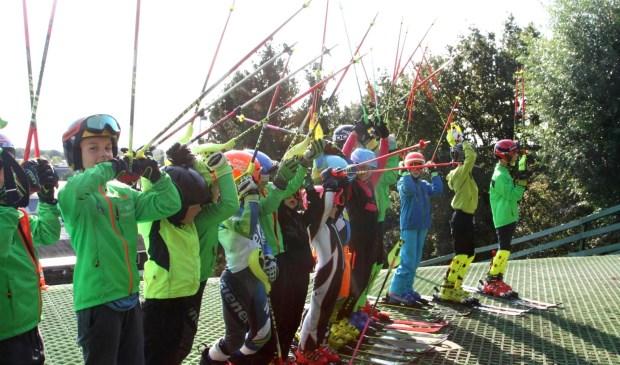 Enthousiaste skiërtjes bij de opening van het off-piste bospad.